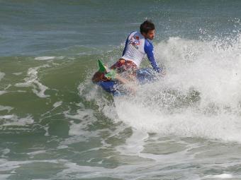 Baiano briga por vaga na elite do surfe mundial - Foto: Margarida Neide | Ag. A TARDE