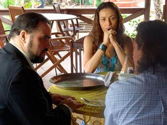 Advogado se oferece para defender Hélio, mas o rapaz desconfia de suas intenções - Foto: TV Globo   Divulgação