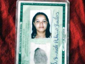 Corpo de Ivaneide foi achado com fio preso no pescoço - Foto: Luiz Tito | Ag. A TARDE