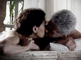 Ao se reencontrarem Zico revela que foi atrás da amada em São Paulo e eles acabam se beijando - Foto: TV Globo | Divulgação