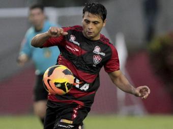 Maxi volta ao time para pegar o Timbu - Foto: Eduardo Martins   Ag. A Tarde