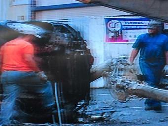Veículo ficou totalmente destruído no acidente - Foto: Reprodução   TV Record