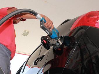 O preço da gasolina pode ser elevado em cerca de 8% nas refinarias - Foto: Joá Souza | Ag. A TARDE