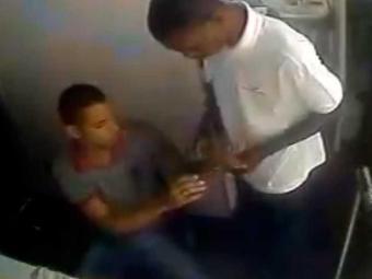 Criminosos saquearam a loja, funcionários e um cliente - Foto: Reprodução | Youtube