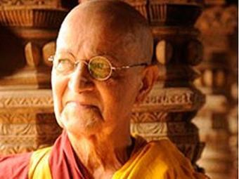 O monge morre, mas diz ao amigo Franz que podem se reencontrar outra vez - Foto: TV Globo   Divulgação