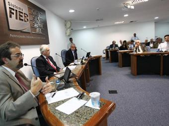 Tormi (à esquerda) debateu o projeto do IPTU com os empresários - Foto: Lúcio Távora | Ag. A TARDE