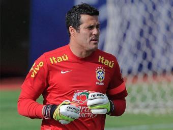 Julio Cesar, do Queen's Park Rangers, fraturou o dedo médio durante um treino - Foto: Bruno Spada l VIPCOMM