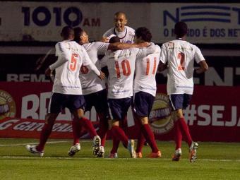 A primeira vitória do Esquadrão neste Brasileiro veio em cima dos atuais campeões gaúchos - Foto: Luca Erbes l Futura Press l Estadão Conteúdo