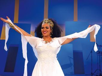 A cantora Mariene de Castro durante apresentação. - Foto: Washington Possatto l Divulgação