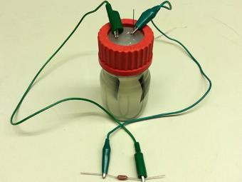 Bateria movida a bactérias criada em Stanford - Foto: Divulgação