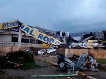 Tornado destruiu rodoviária, polo industrial e mais de 100 casas - Foto: Reprodução | Luciani Capecci | Youtube