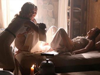 Amélia dá à luz a Pérola no interior e Franz chega minutos depois - Foto: TV Globo   Divulgação