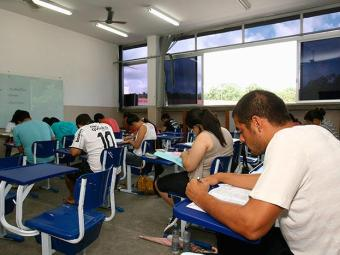 Remuneração chegam a R$ 2.414,36, além de auxílio refeição e transporte - Foto: Joá Souza   Ag. A TARDE