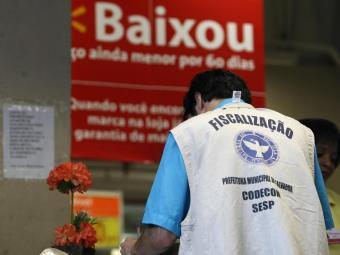 Estabelecimentos autuados têm 10 dias para apresentar defesa e os notificados, 48h para regularizar - Foto: Raul Spinassé | Ag. A TARDE