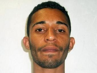 Moisés foi preso com uma pistola 380, maconha e R$ 9,2 mil - Foto: Ascom | Polícia Civil