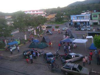 Fazendeiros já acamparam em frente à prefeitura em protesto - Foto: José Carlos Concessor | Divulgação