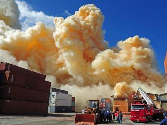 Carga de fertilizante pegou fogo em um armazém - Foto: Charles Guerra | @estadaoconteudo