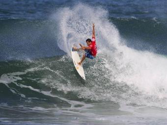 Adriano de Souza é o 8ª colocado no ranking mundial de surfe - Foto: ASP/ Kirstin / Divulgação