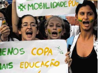 Jovens saem das redes sociais e vão para as ruas - Foto: Lúcio Távora | Ag. A TARDE