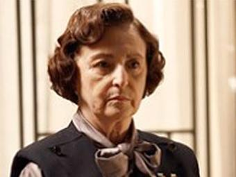 Gertrude promete transformar a vida de Iolanda em um inferno se ela se casar com Ernest - Foto: TV Globo   Reprodução