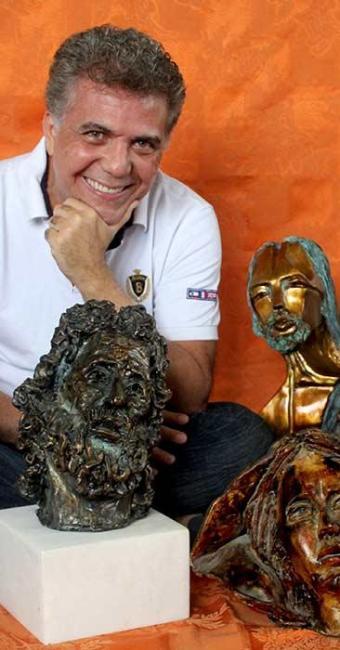 Medrado começou a fazer esculturas mediúnicas há um ano - Foto: Divulgação