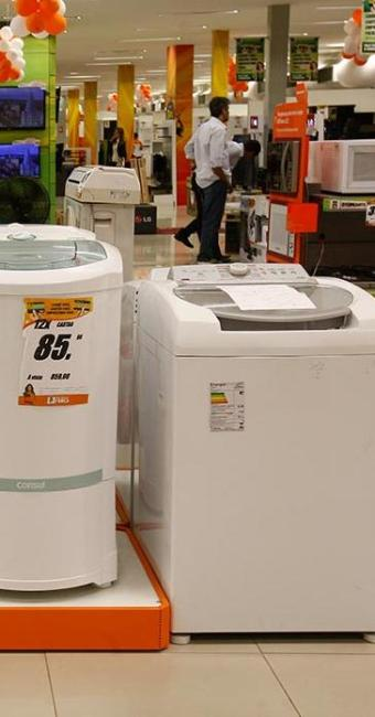 Geladeiras, fogões e lavadeiras devem ficar até 5% mais caros ainda este ano no País - Foto: Margarida Neide   Ag. A TARDE