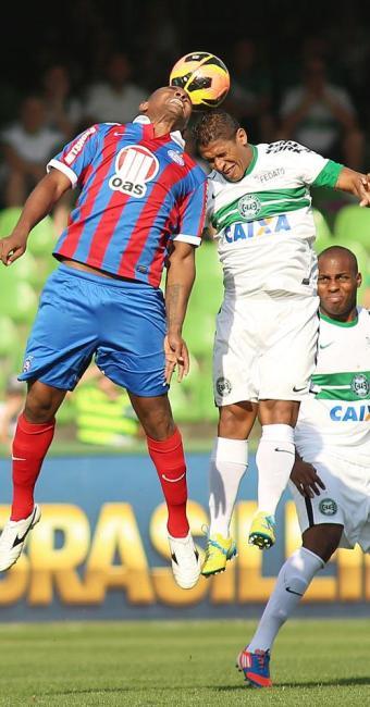 Empate sofrido no último lance mantém tricolor ameaçado pelo Z-4 - Foto: Giuliano Gomes | Estadão Conteúdo