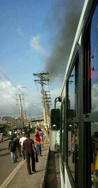 Manifestação trava trânsito na região da Suburbana - Foto: Géssica Marly   Reprodução   Facebook