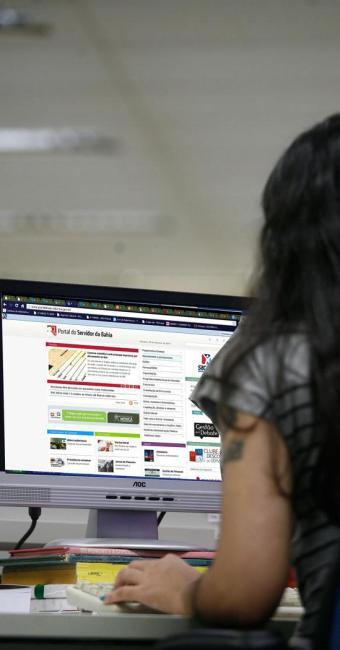 Servidor poderá consultar processos via internet - Foto: Raul Spinassé com Montagem | Ag. A TARDE
