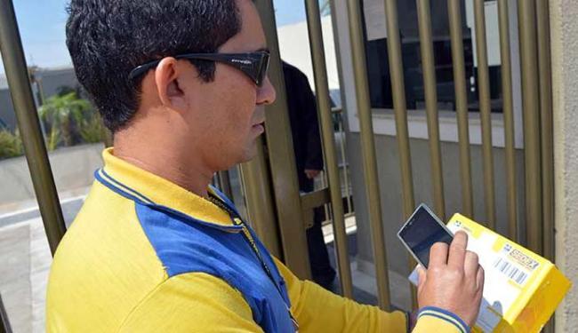 Cerca de 2 mil carteiros de todo o país já estão utilizando smartphones - Foto: Wilson Dias | ABr