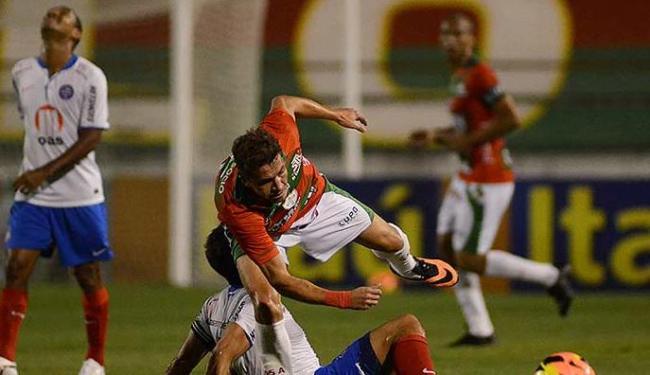 Falta cometida por Fahel em jogador da Lusa na partida de sábado, 31 - Foto: Alan Morici   Brazil Photo Press