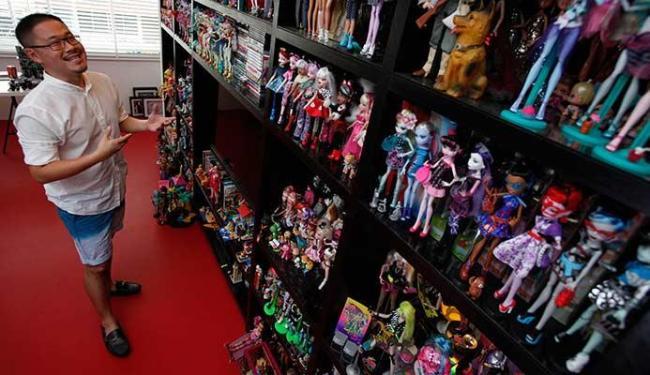 Jian Yang coleciona boneca Barbie desde que tinha 13 anos e a família acabou aceitando a