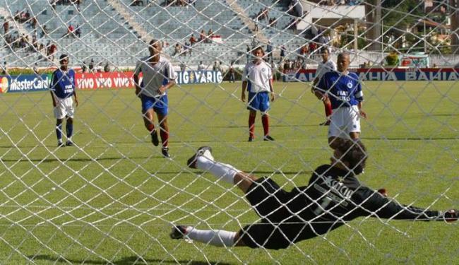 Jogos com Cruzeiro não trazem boas lembranças ao torcedor do Bahia, como o 7 a 0 na Fonte em 2003 - Foto: Carlos Casaes/Ag A Tarde