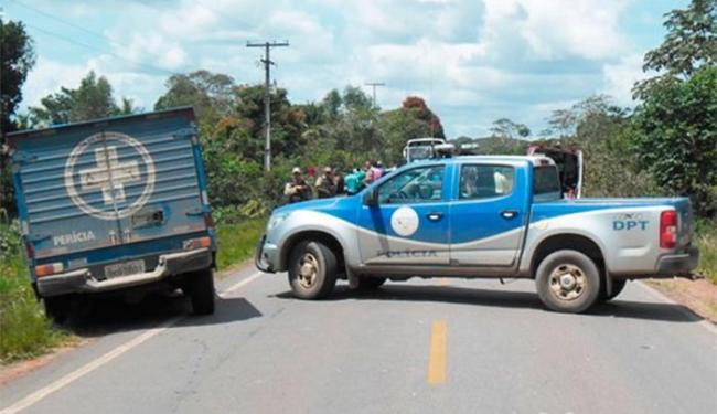 Linchamento aconteceu em uma estrada para onde os assaltantes fugiram - Foto: Carlos Alberto   site Aragão Notícias