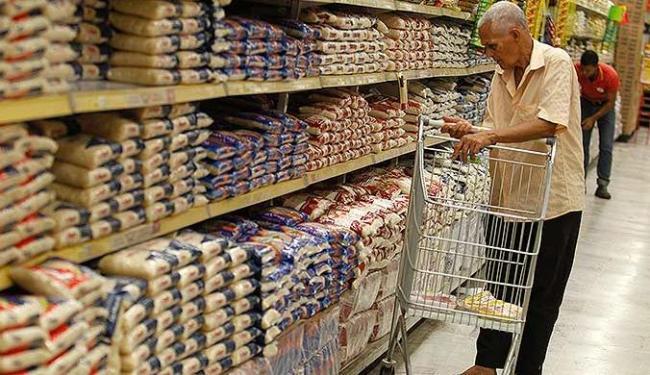 Dieese divulgou pesquisa sobre variação da cesta básica em 18 capitais - Foto: Lúcio Távora | Ag. A TARDE
