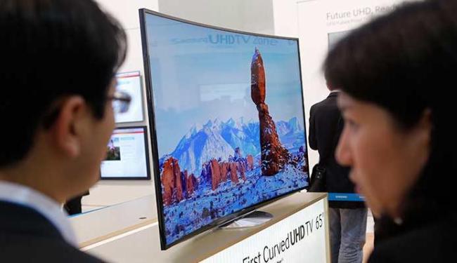 Samsung lançou uma televisão curva de 55 polegadas - Foto: Agência Reuters