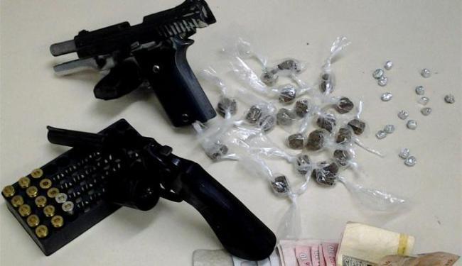 Armas e drogas apreendidas foram encaminhadas para perícia no DPT - Foto: Divulgação | Polícia Civil