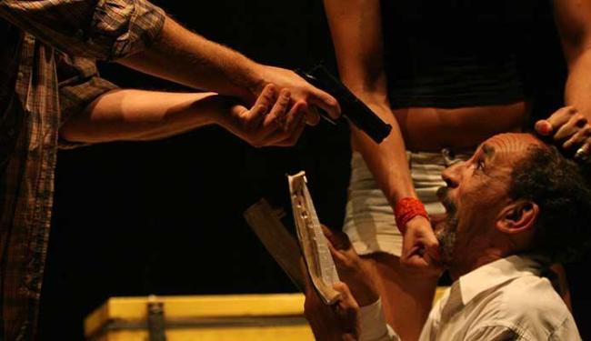 O espetáculo Cru fica em cartaz sábado e domingo no Teatro Martim Gonçalves - Foto: Anderson Brasil | Divulgação