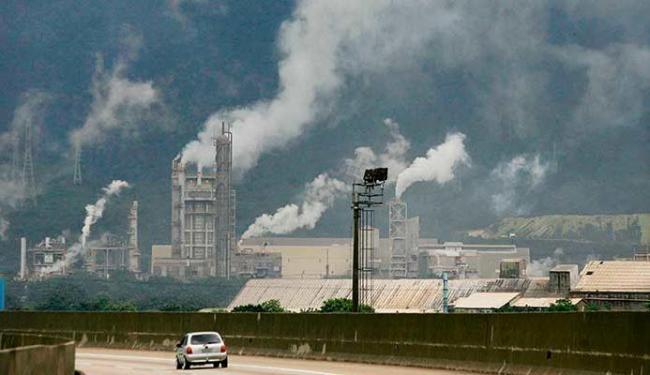 Emissões de gases contribuem para o efeito estufa e o calor na Terra - Foto: Estadão Conteúdo