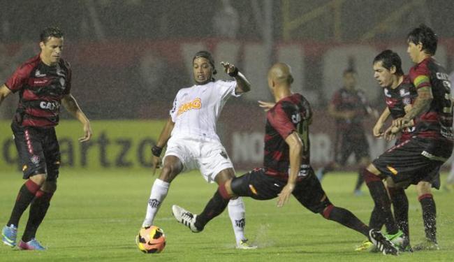 Debaixo de muita chuva, Vitória e Atlético-MG ficaram no empate em 1 a 1 no Barradão - Foto: Eduardo Martins | Ag. A Tarde