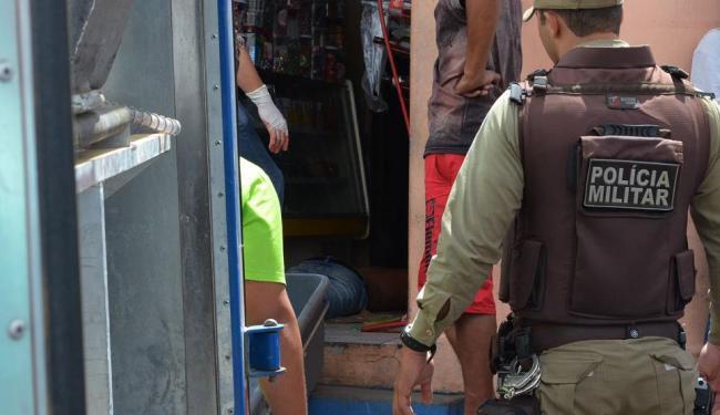 O corpo de Dorivaldo Ferreira Santiago foi achado dentro de um mercado - Foto: Blog do Anderson