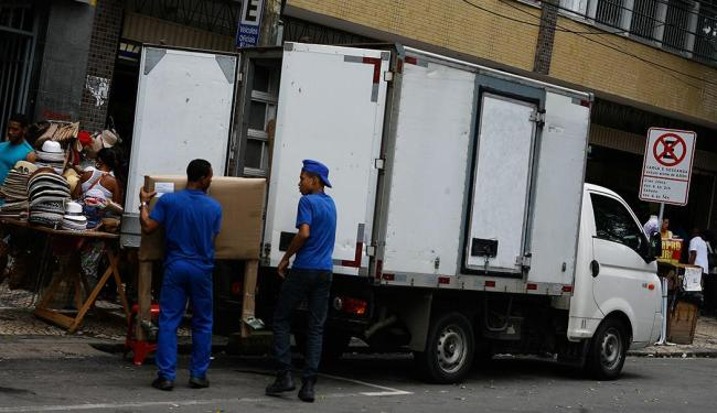 Caminhão em operação irregular na Avenida Sete de Setembro - Foto: Marco Aurélio Martins | Ag. A TARDE