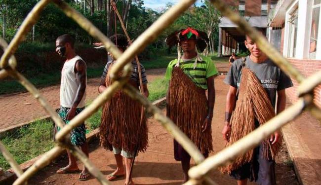 Índios ocupam várias propriedades rurais como forma de pressionar o governo - Foto: Joá Souza   Ag. A TARDE