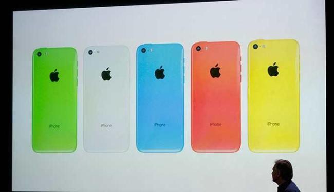 O iPhone 5C chega em cinco cores, confirmando os boatos - Foto: Agência Reuters