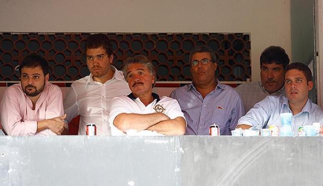 Marcos, Marcelo pai, Accioly, Sérgio Bezerra (o Kabrocha) e Marcelo Filho assistem a jogo do Bahia - Foto: Fernando Amorim l Ag. A TARDE l 11/05/2011