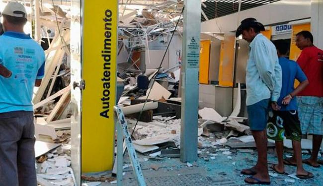 Agência do BB ficou completamente destruída após explosões em caixas eletrônicos - Foto: Divulgação| Polícia Militar