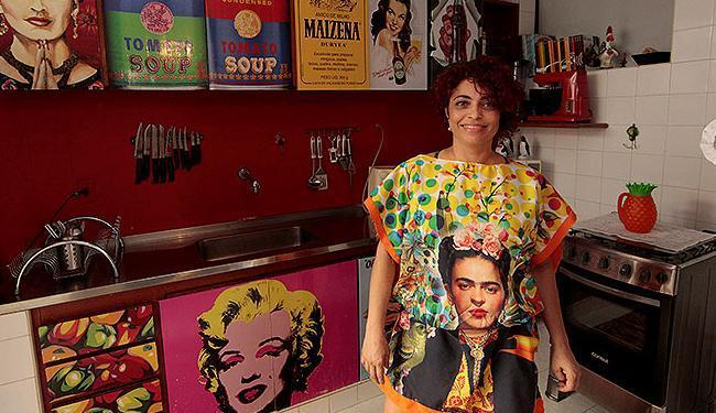 Designer de interiores, Valentina Rocha decora sua casa com objetos de design antigo - Foto: Eduardo Martins   Ag. A TARDE