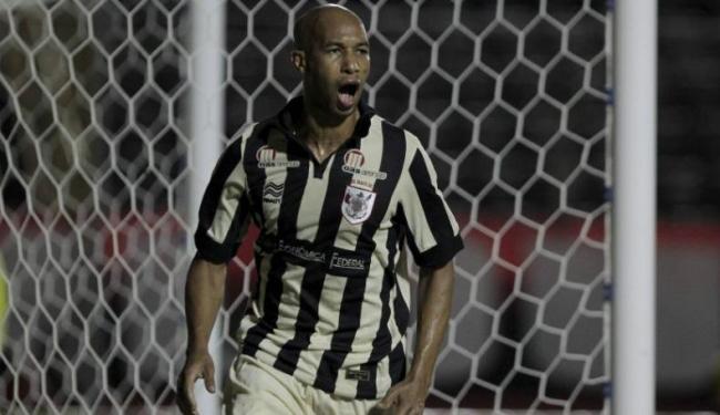 Dinei marcou os dois gols do rubro-negro baiano na partida - Foto: Eduardo Martins | Ag. A Tarde