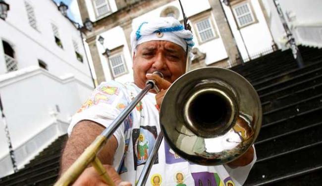 Cantor e compositor promove shows na escadaria da igreja do Passo, no Pelourinho - Foto: Fernando Vivas   Ag. A TARDE