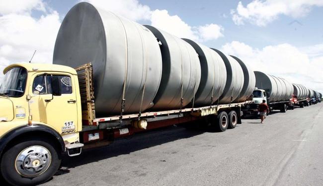 Comboio de carretas transportou cisternas para Maracás na semana passada - Foto: Luiz Tito   Ag. A TARDE